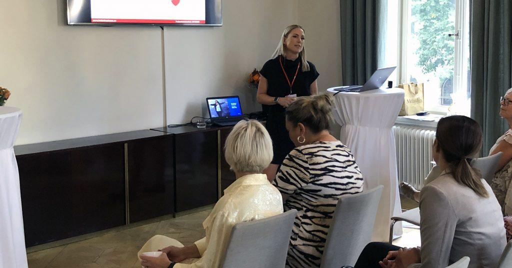 Lina Schölin presenterar statistik